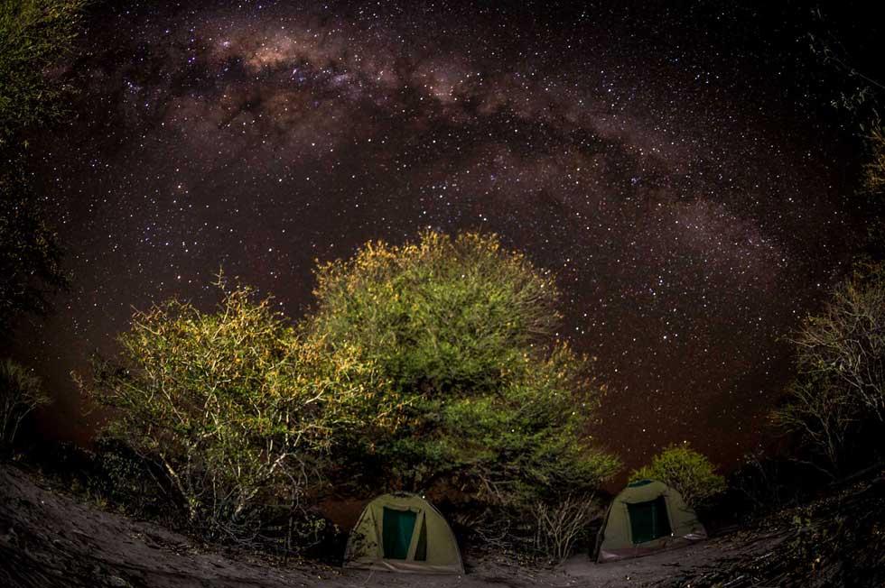 Afrika Ecco campsite under a starry Botswana sky